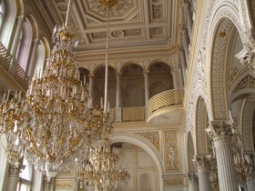 Winter_palace_fountain_room_2