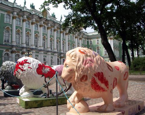 Winter_palace_lions_2